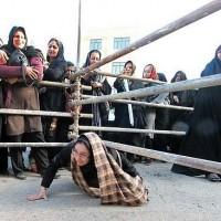 تصاویر خنده دار صف سبد کالا|عکس های خنده دار زد و خورد زنان در صف توزیع سبد کالا